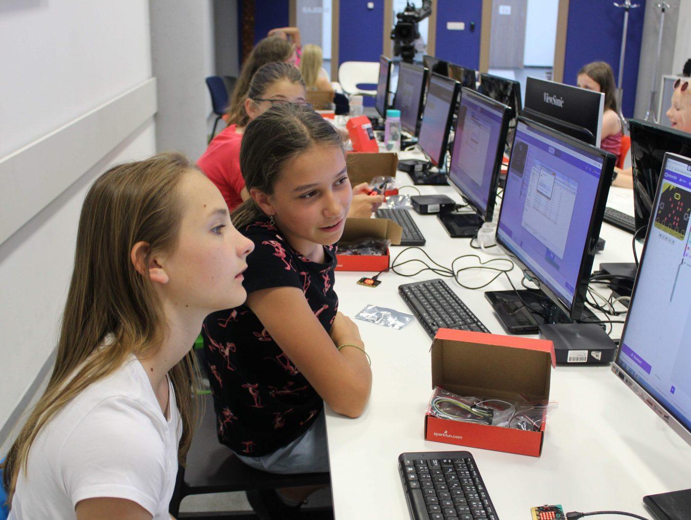 Vyhlasujeme 2. ročník grantovej výzvy ENTER pre školy. Zapojte sa a vyučujte inovatívne!